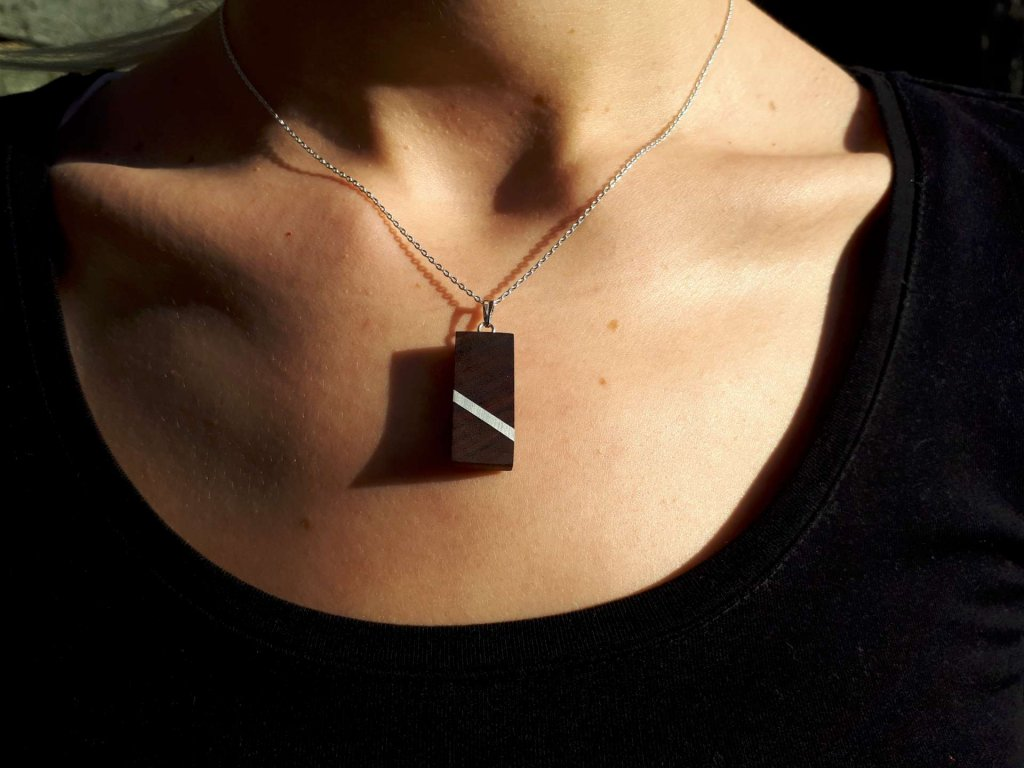 Dřevěný náhrdelník Pali