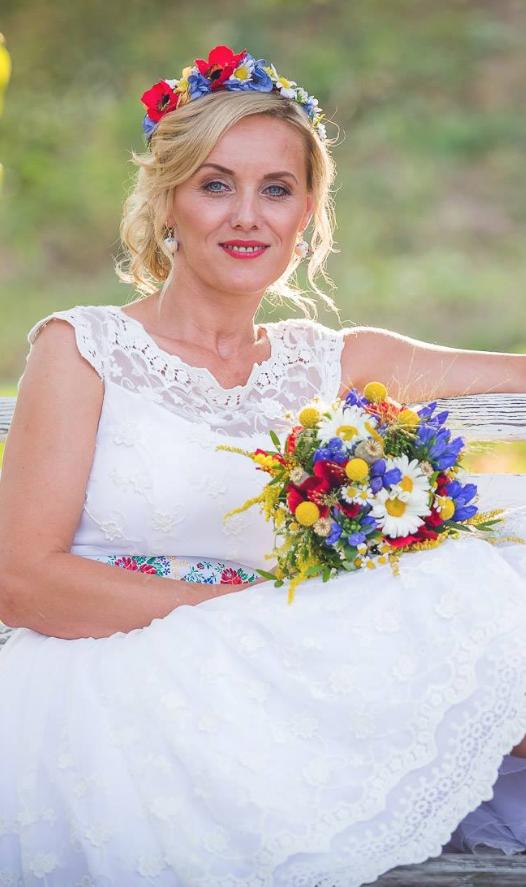 Folklórní svatební šaty