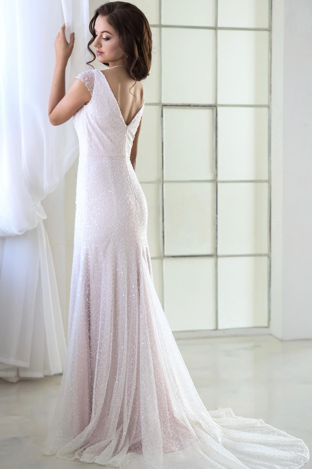 2452403e3c4 Svatební šaty AMELIE z třpytivé krajky s perličkami - MiaBella