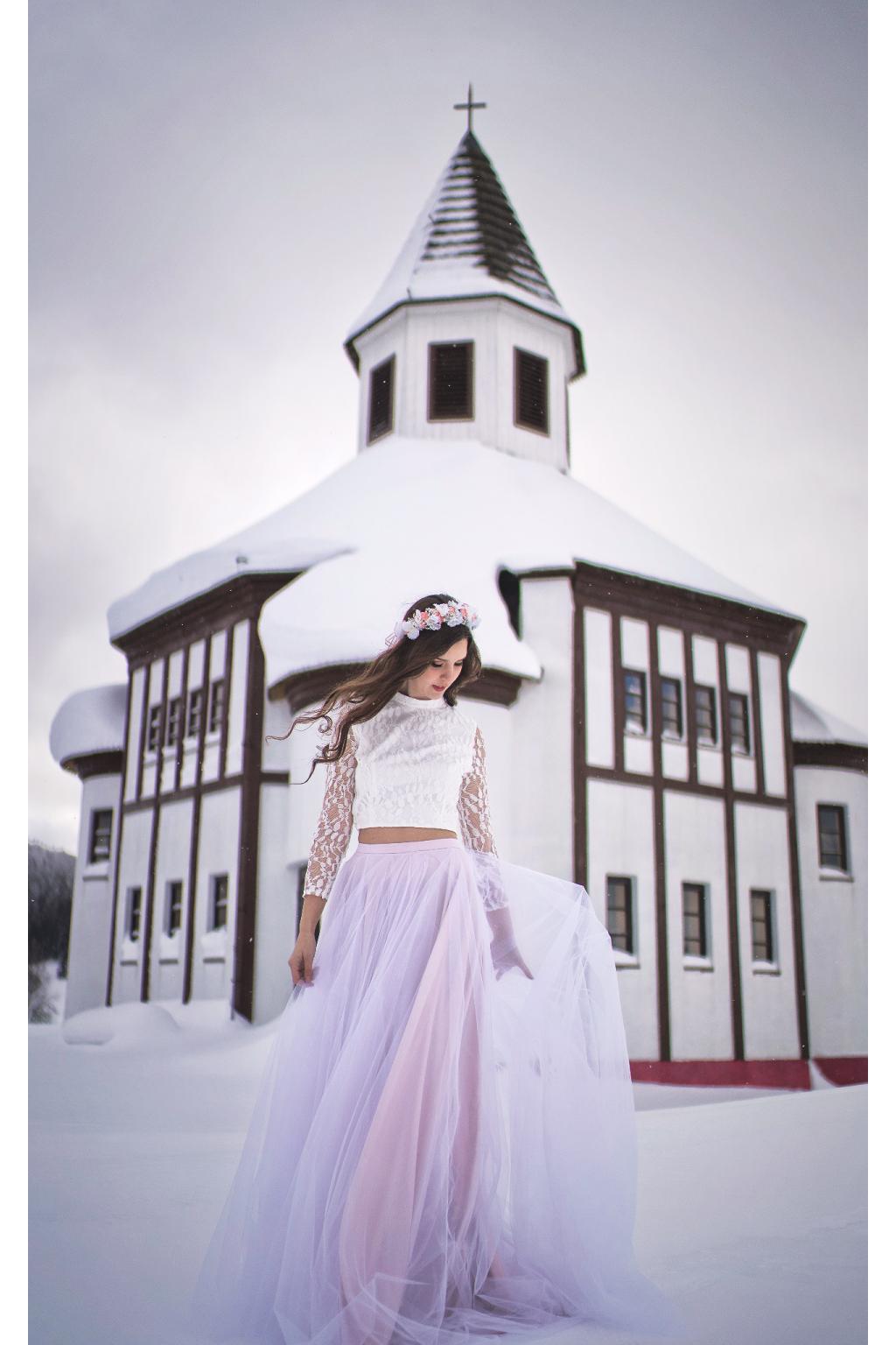 Svatební šaty ADRIA s crop topem a tylovou sukní - MiaBella 8a321fb3ae