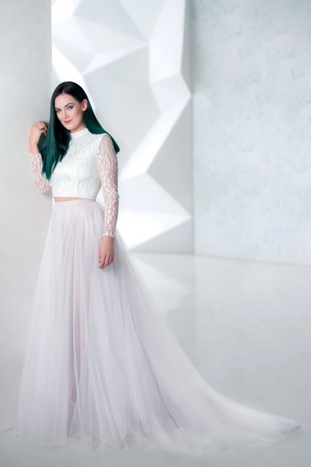 94781d9e5d8 Svatební šaty ADRIA s crop topem a tylovou sukní - MiaBella