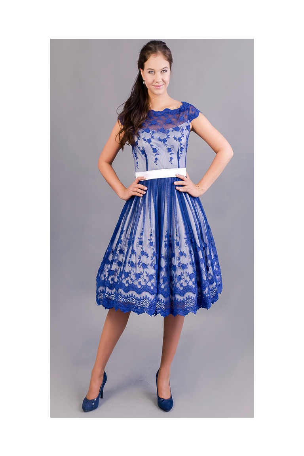 ca3e16be19b originální svatební šaty ušité ze starodávné bavlněné krajky ...