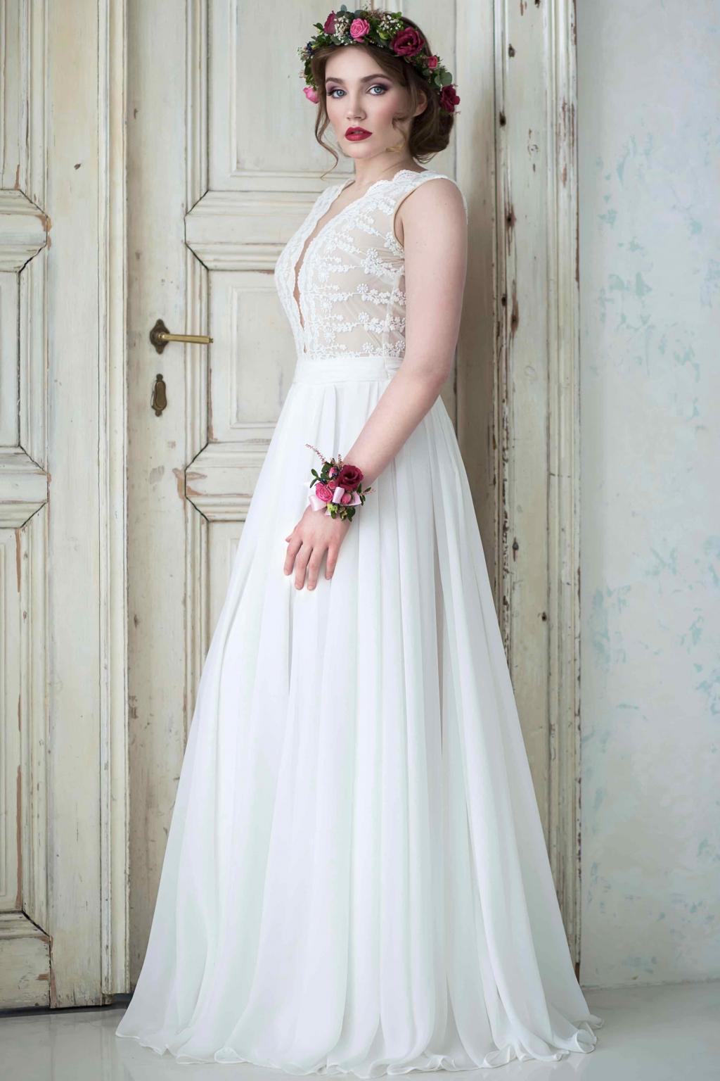 ... Svatební šaty s bavlněné krajky s hlubokým výstřihem ... 6fc7cf51bc