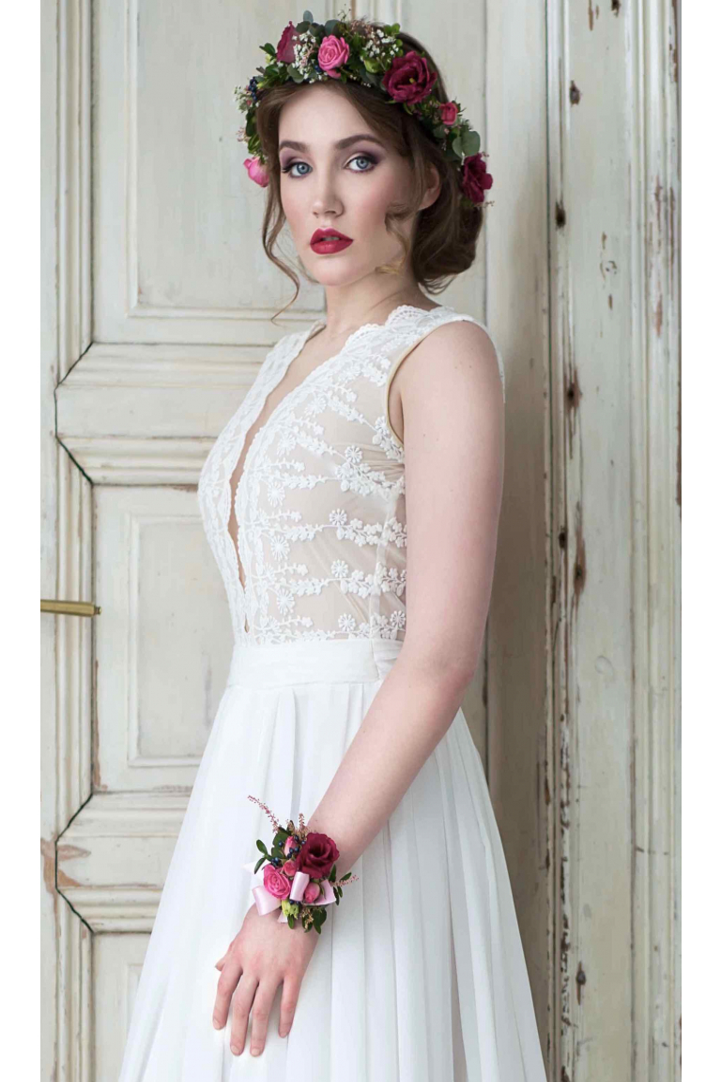 ... Svatební šaty s bavlněné krajky s hlubokým výstřihem 57c189e6f1