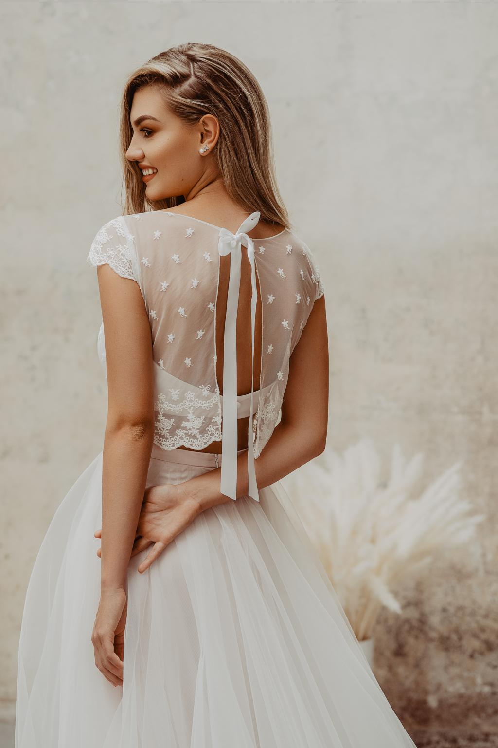svatební šaty s crop topem
