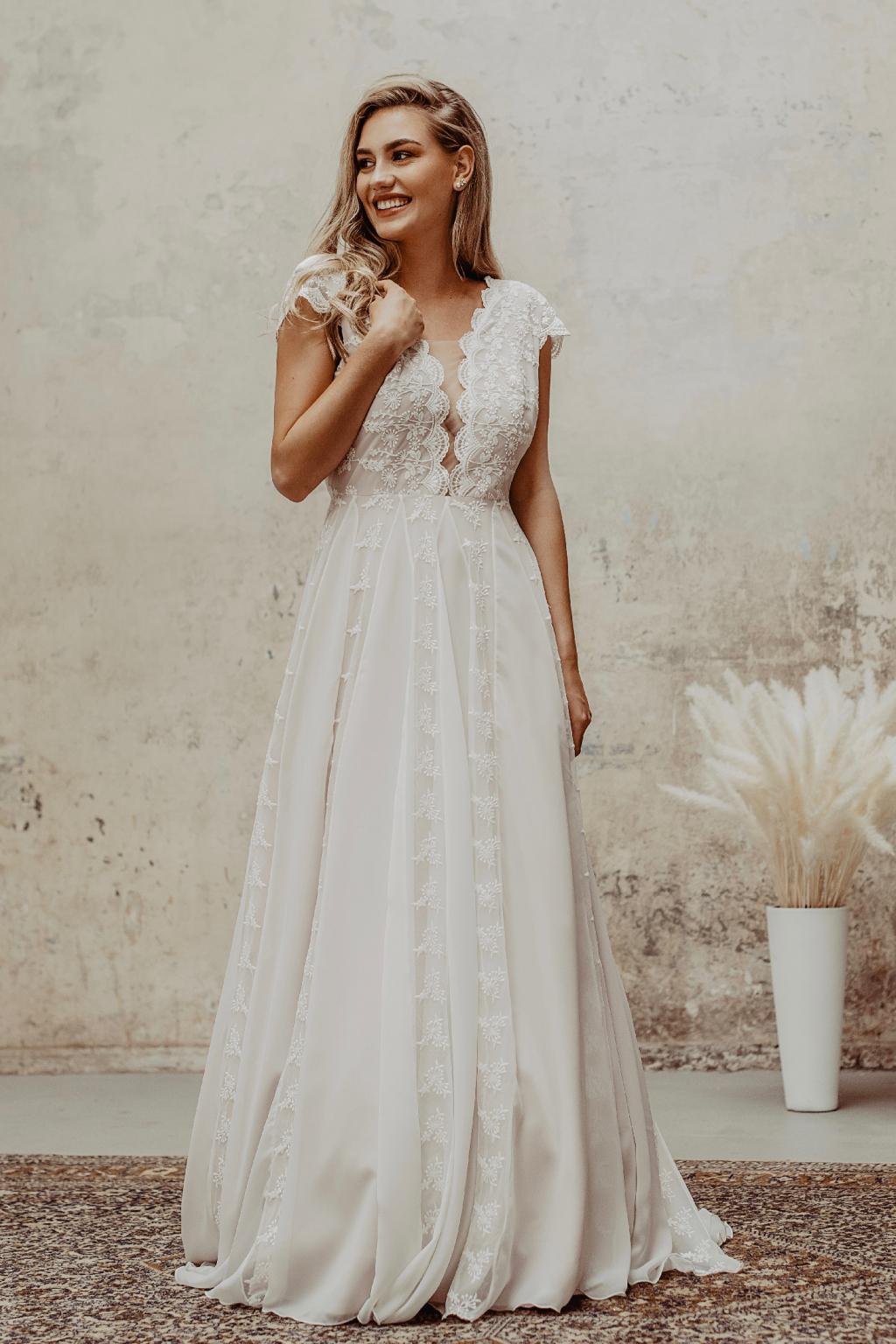 Celokrajkové svatební šaty Emily