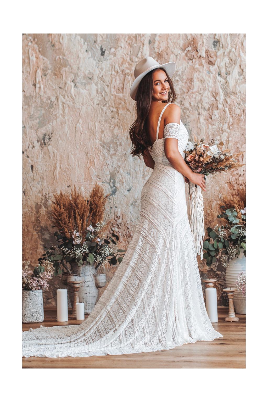 bohemske-krajkove-svatebni-saty-greta