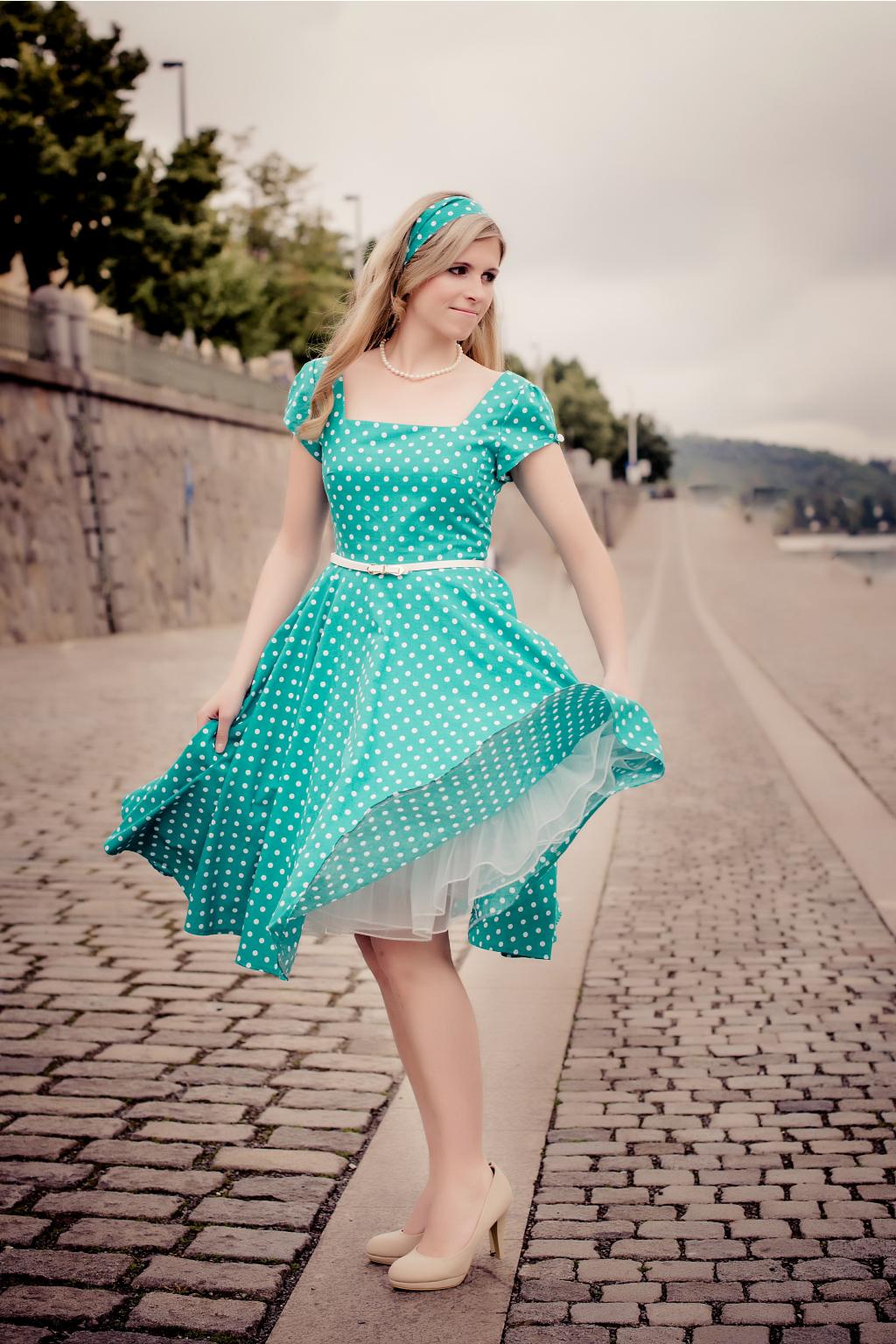 LORETTA retro šaty zelené s puntíkem