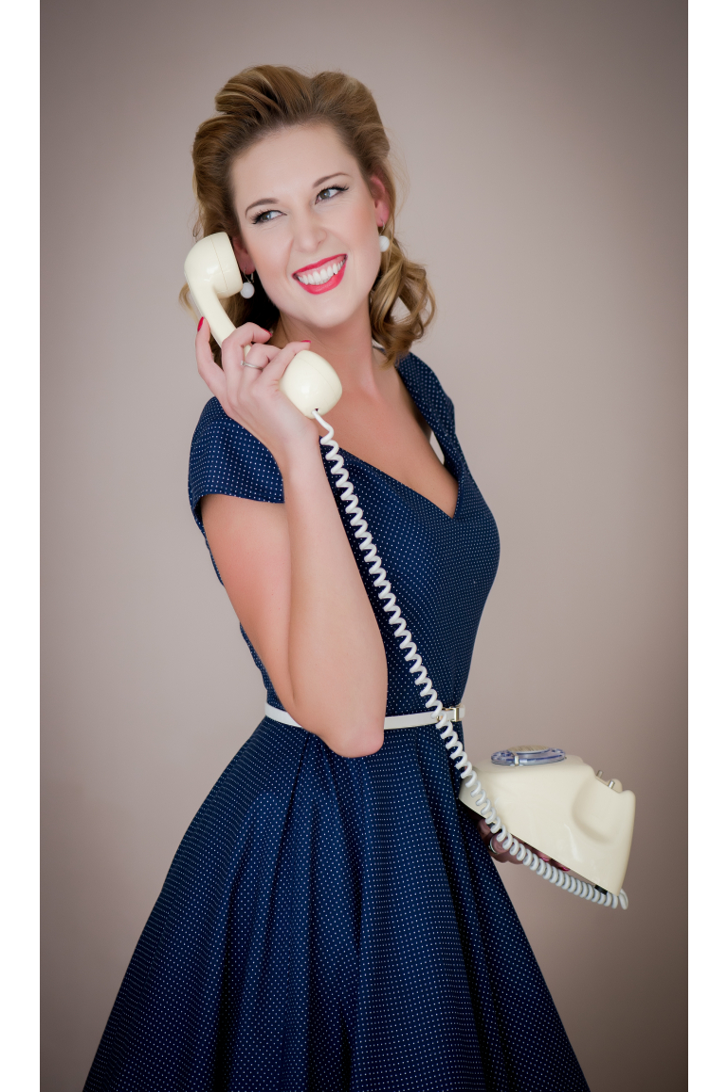 LOREN retro šaty tmavě modré s mini puntíkem - MiaBella f94549d5f9