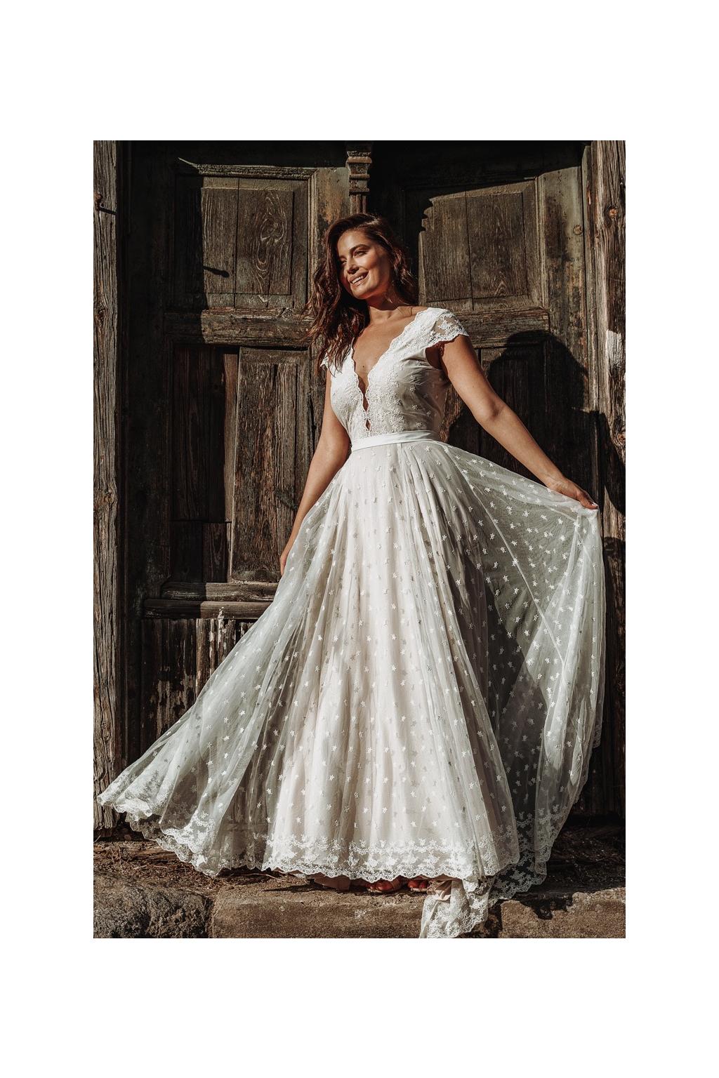 Celokrajkové svatební šaty MILLI