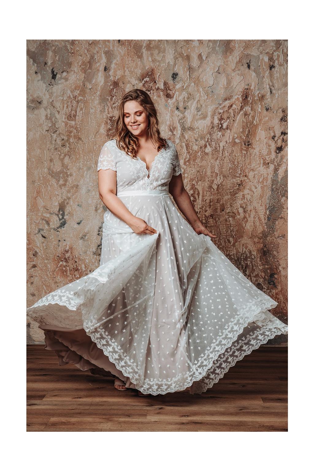 Celokrajkové svatební šaty MILLI PLUS