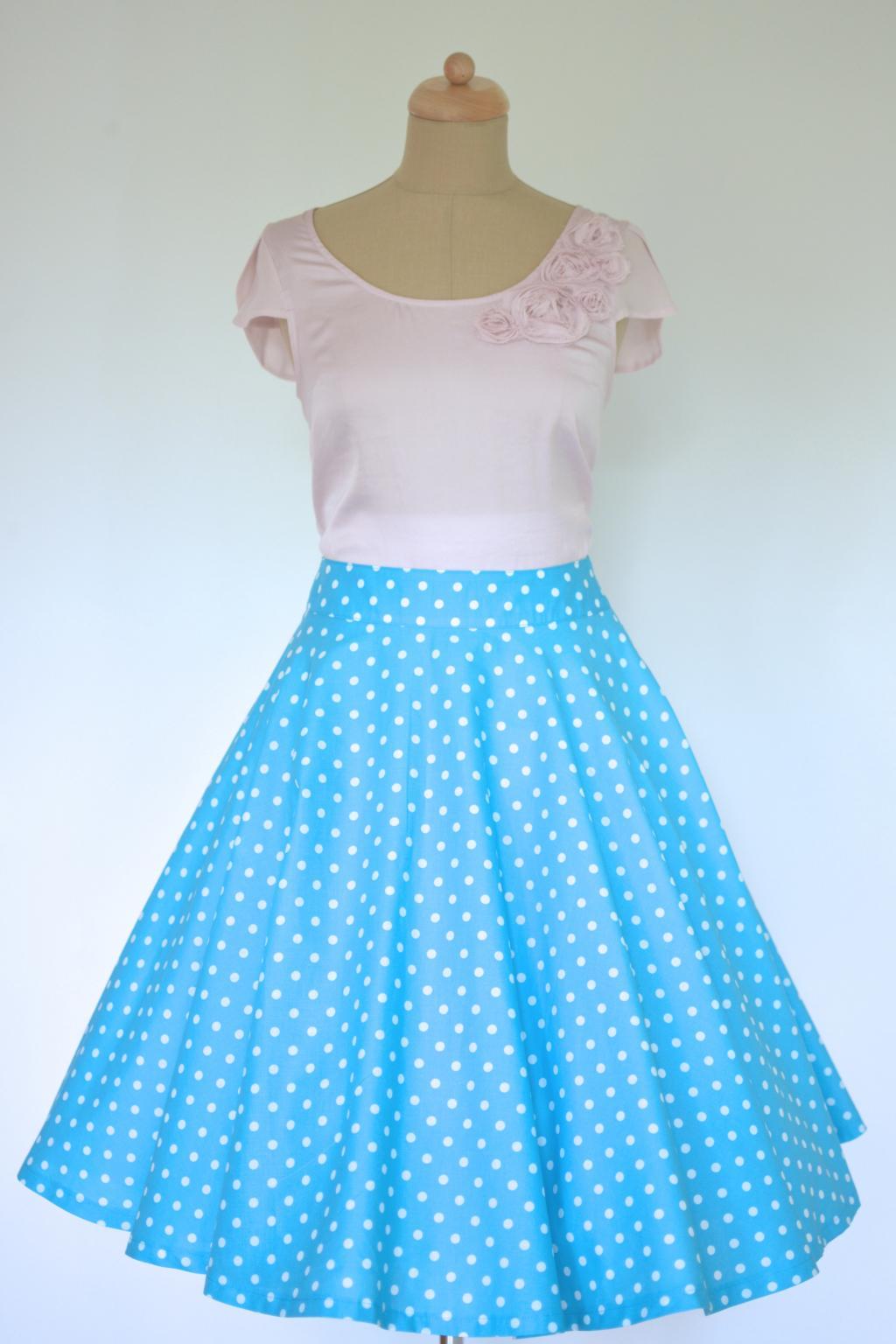 bd1c8759b4ef Kolová sukně modrá s puntíkem · Kolová sukně modrá s puntíkem ...