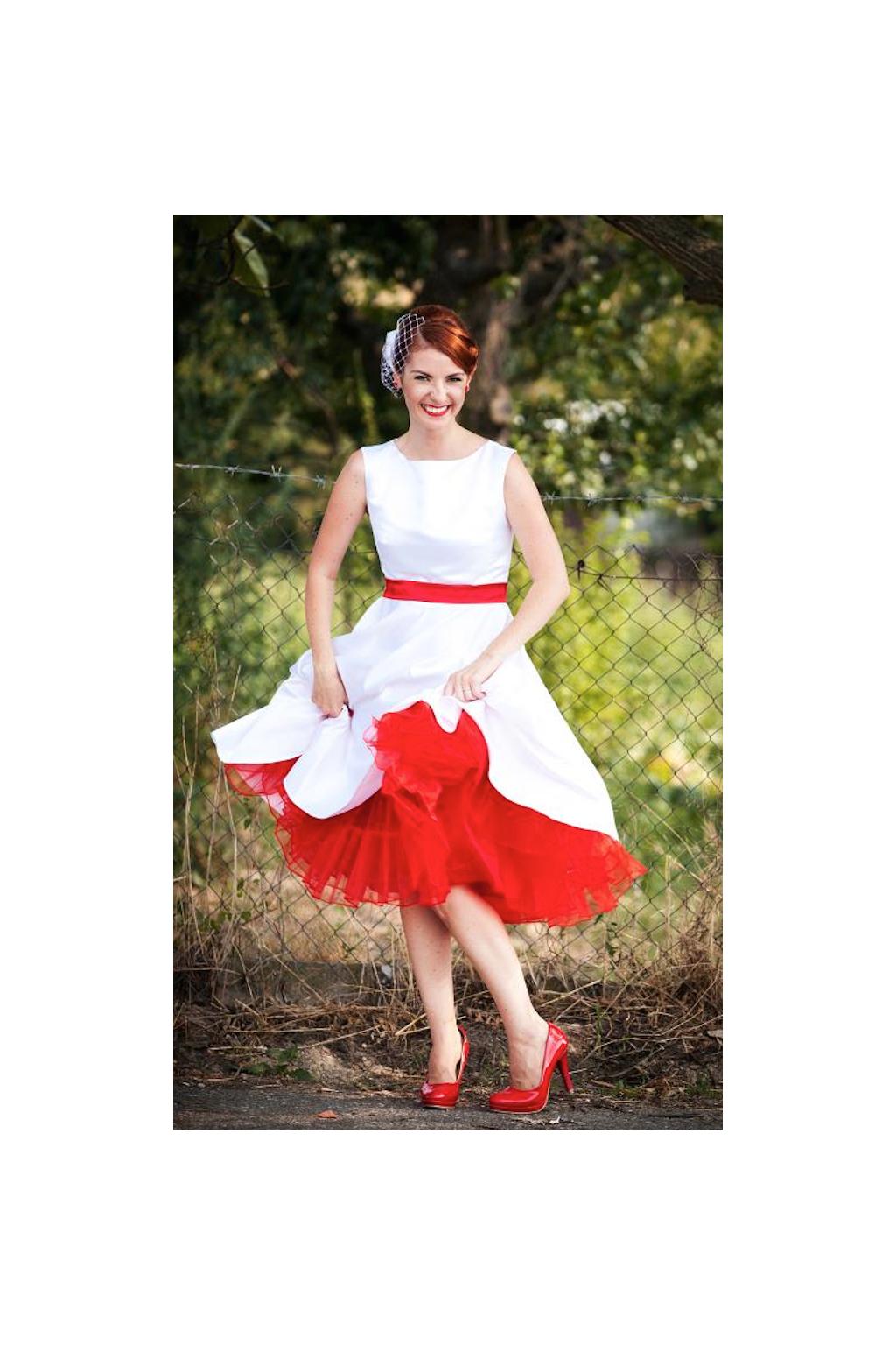 krátké retro svatební šaty