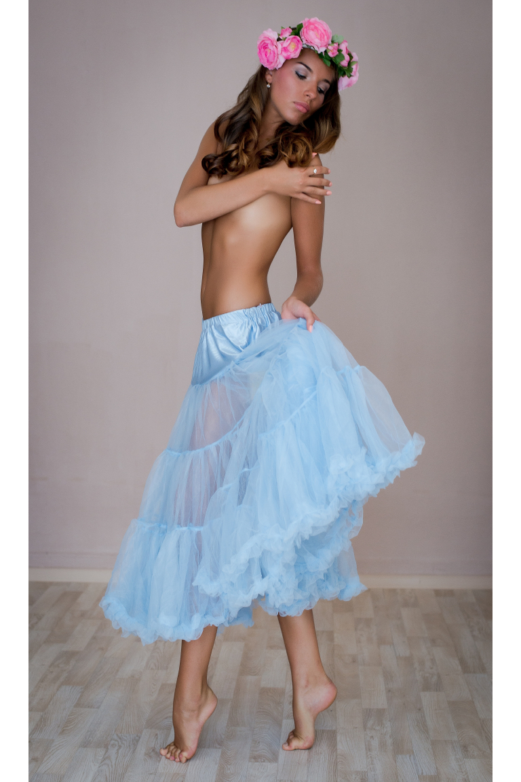Objemová spodnička světle modrá dlouhá