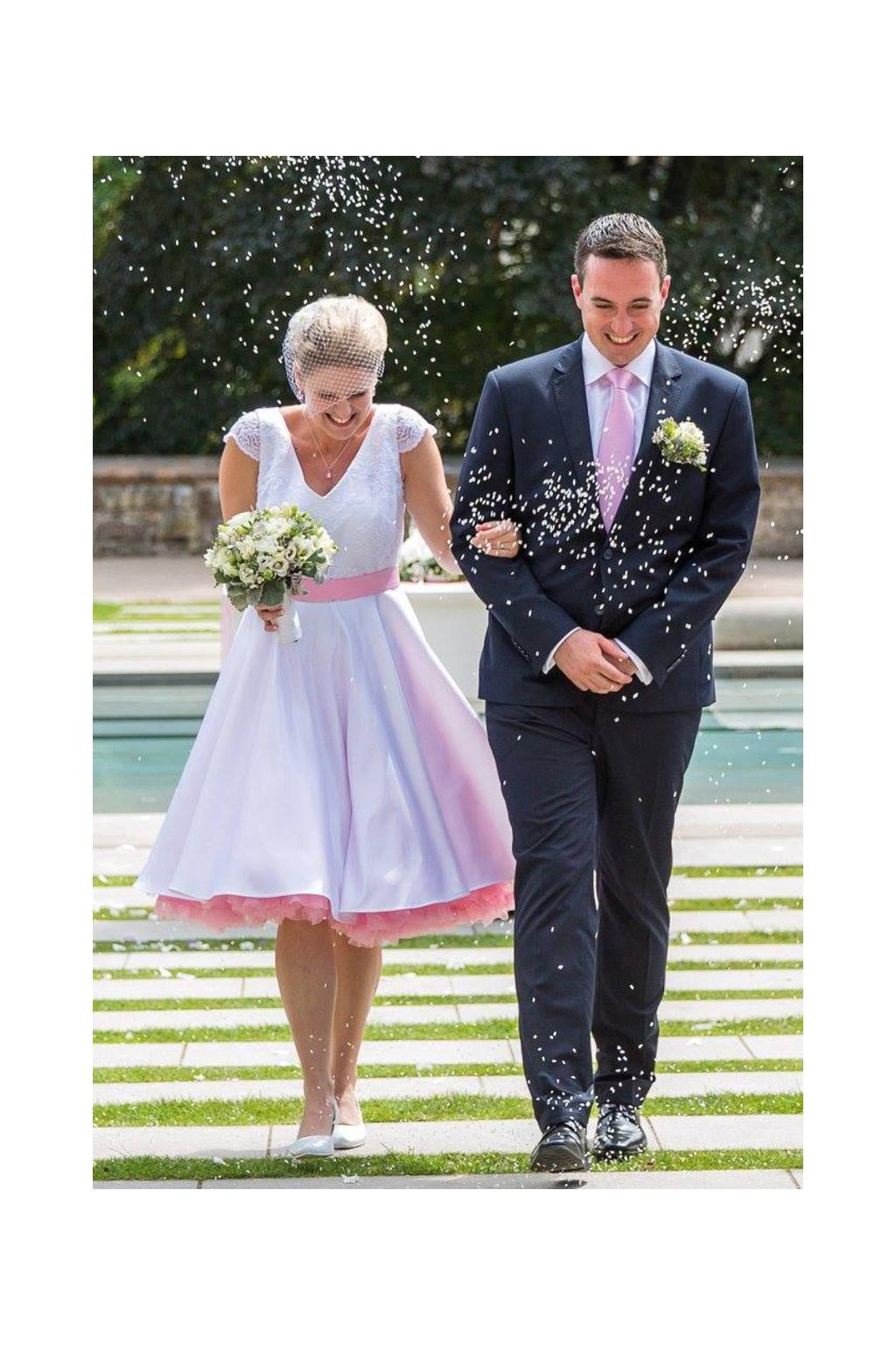0e570f85dd7 Krátké svatební šaty LOREN s V výstřihem - MiaBella