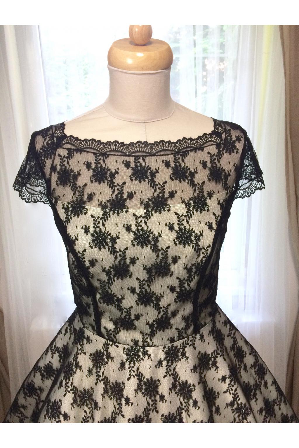 Korzetové retro šaty s jemnou černou krajkou - více barev - MiaBella 8d8890b472e