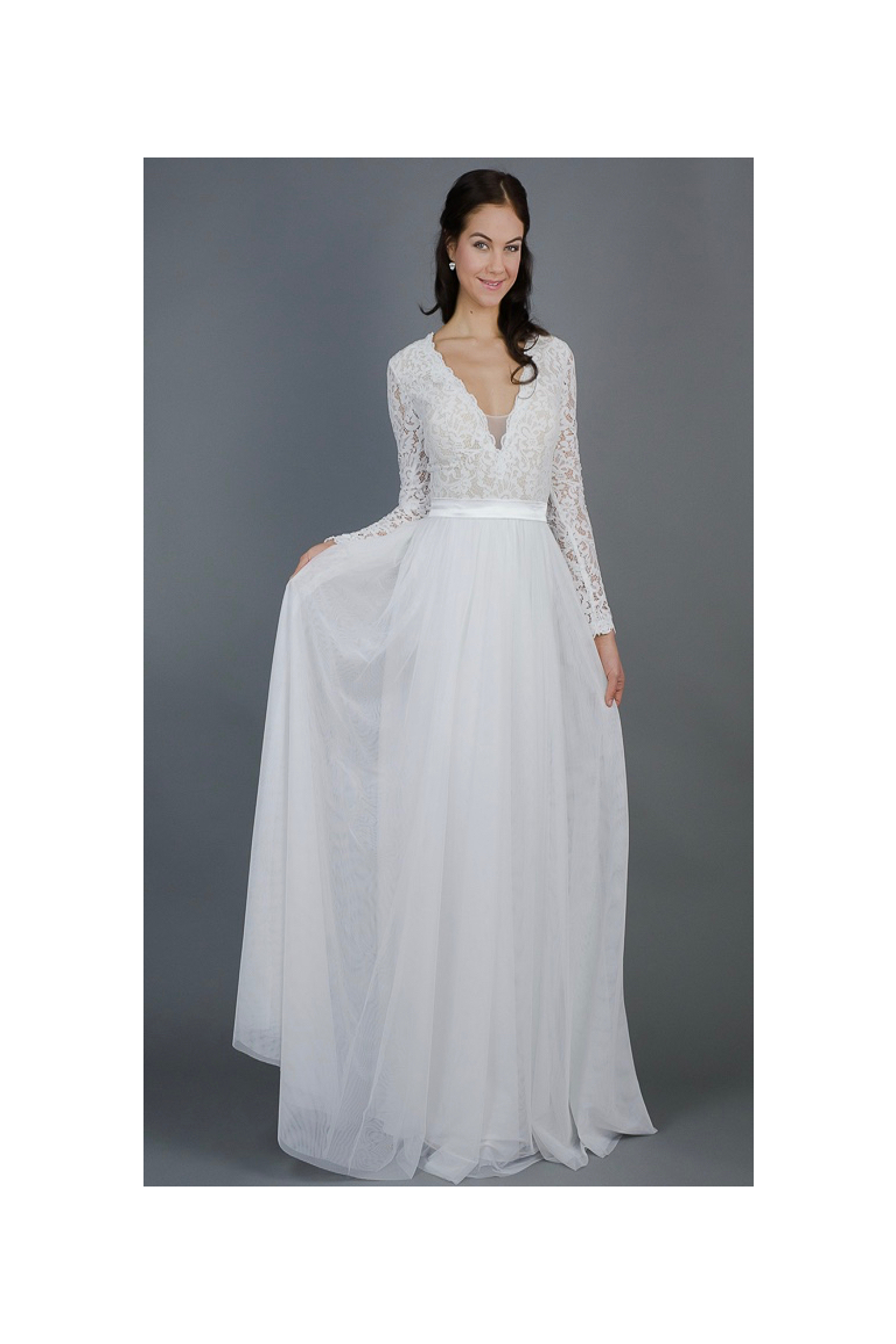 ec6c522538 Splývavé svatební šaty s rukávy - MiaBella