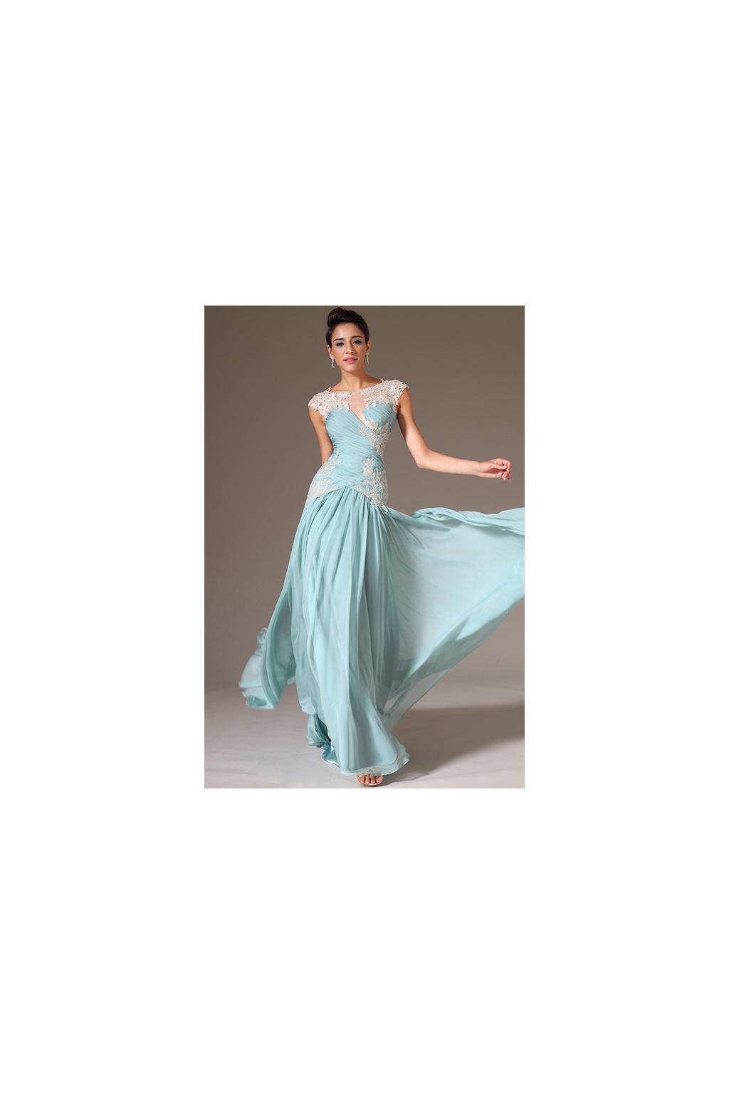 Blankytné vyšívané plesové šaty b997f4e74c8
