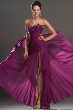 Fialové společenské šaty se zdobeným živůtkem