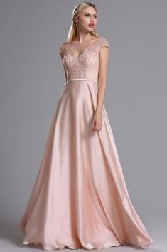Dlouhé plesové šaty se splývavou sukní