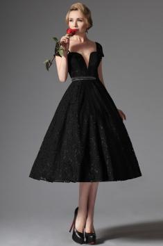 Společenské krajkové šaty v retro stylu