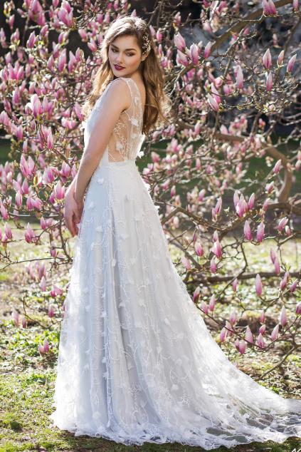 šedo modre svatebni saty