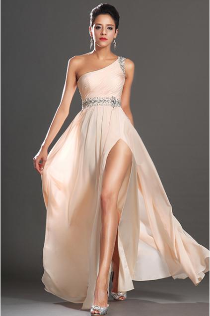 Meruňkové plesové šaty na jedno rameno