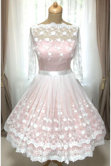 Barevné svatební šaty s bavlněnou vintage krajkou