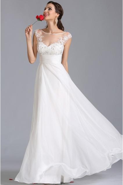 9a69ff2bc2 Jemné svatební šaty se zdobeným živůtkem