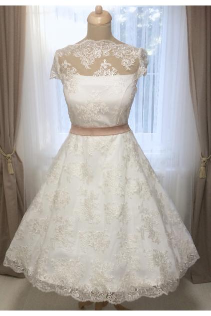 celokrajkové retro svatební šaty