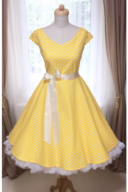 49a210c5e393 LOREN retro šaty žluté s puntíkem