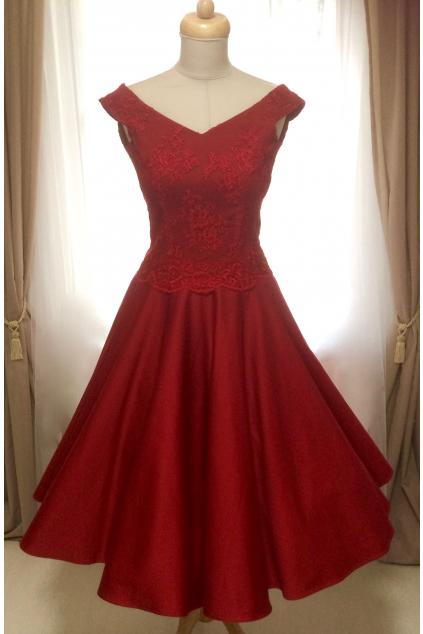 Krátké společenské šaty MILLA s krajkovým živůtkem - více barev 2d656284b9