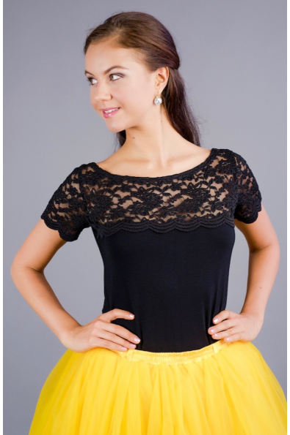 Černé triko s krajkovým sedlem a rukávy