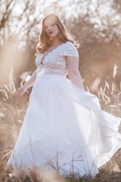 Svatební šaty s bavlněné krajky s hlubokým výstřihem