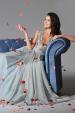 Splývavé společenské šaty s krajkovým živůtkem