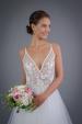 Svatební šaty na ramínka s bohatou tylovou sukní