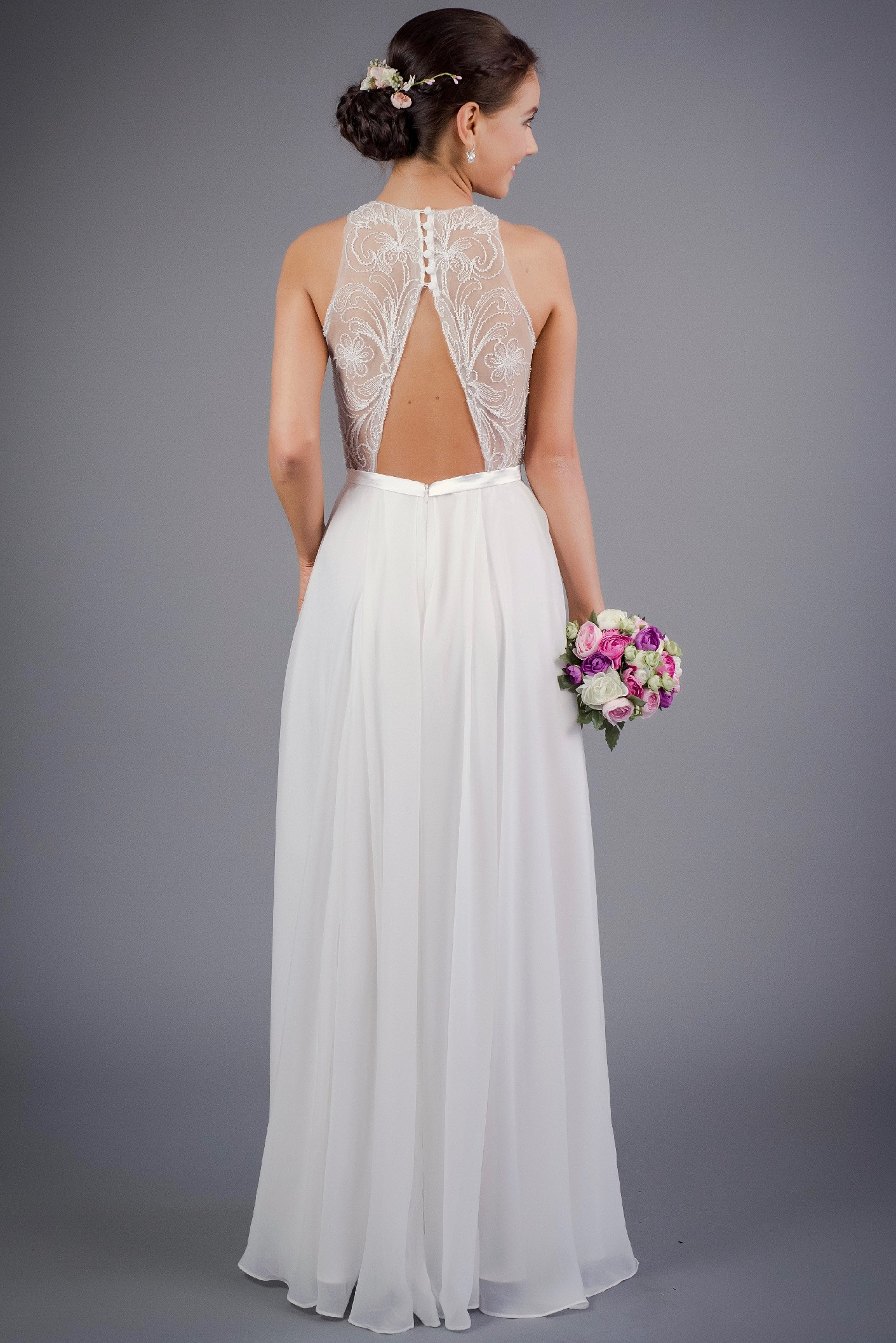 Splývavé svatební šaty s odhalenými zády jako na obrázku, 38
