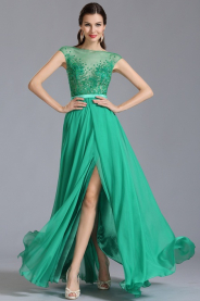 Zelené plesové šaty zdobené kamínky