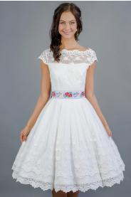 Folklórní svatební šaty s bavlněnou vintage krajkou