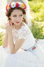 Dlouhé folklórní svatební šaty