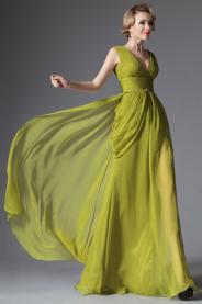 Splývavé společenské šaty na široké ramínka