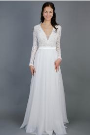 Splývavé svatební šaty s rukávy
