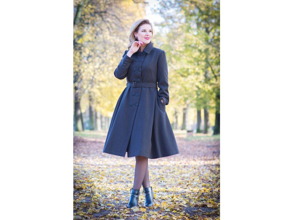 Na zákazku šitý retro kabát