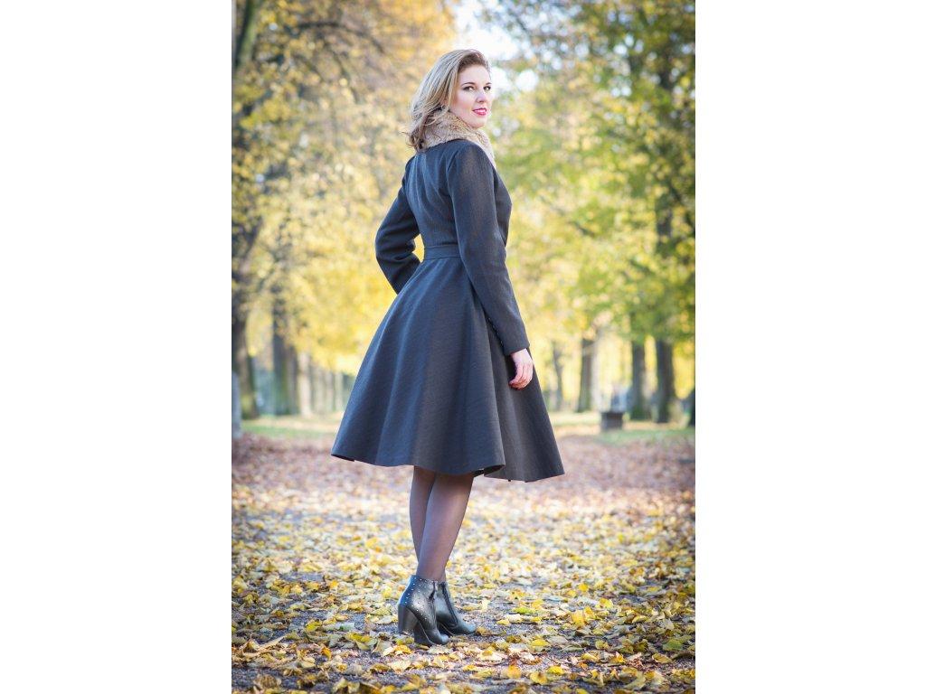 a1d059eaf Na zákazku šitý retro kabát · Na zákazku šitý retro kabát ...