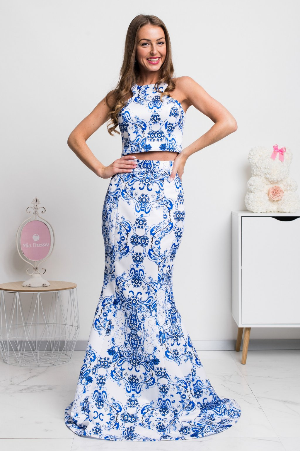 Blue-white patterned formal set