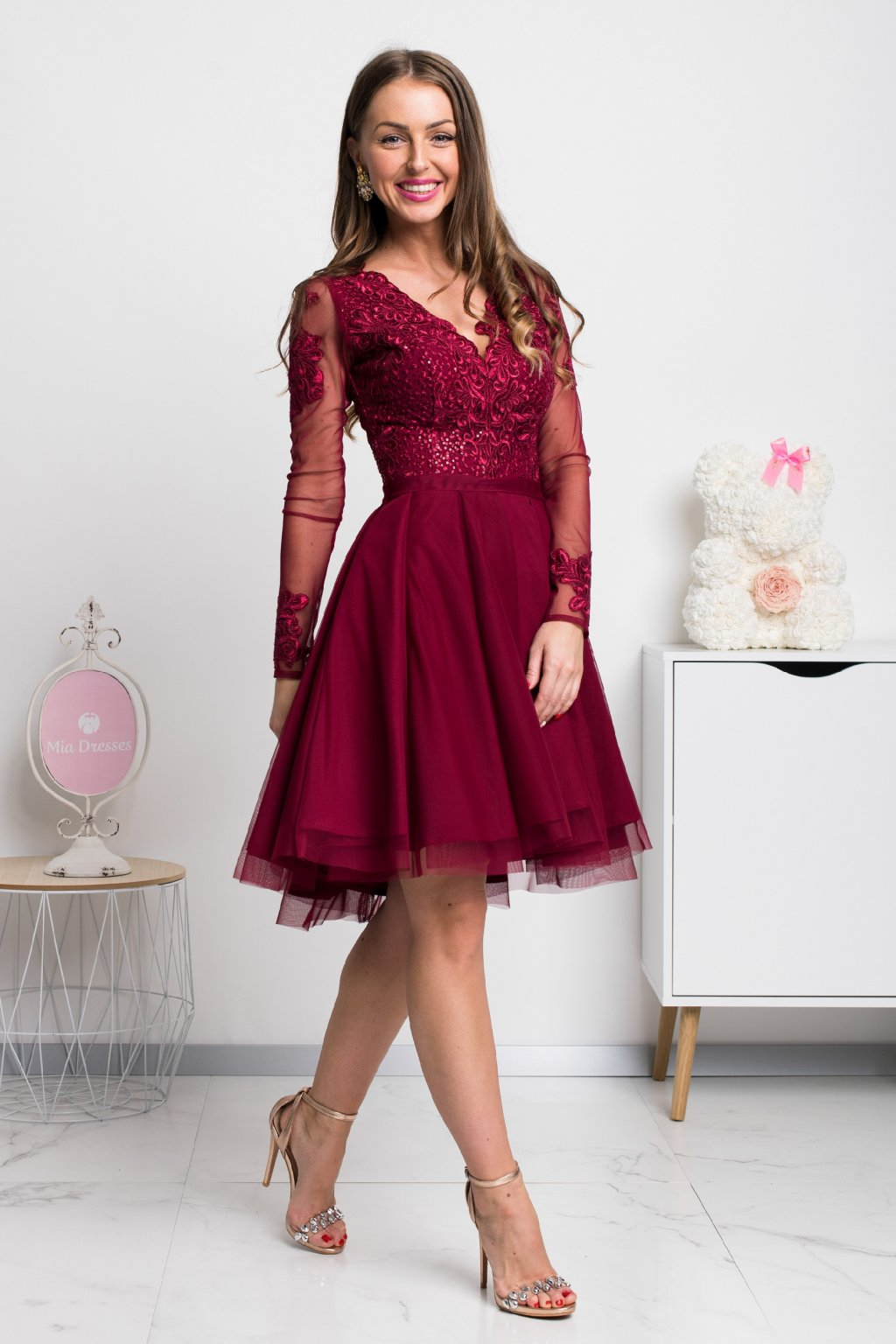 Burgundy tulle sleeve short dress