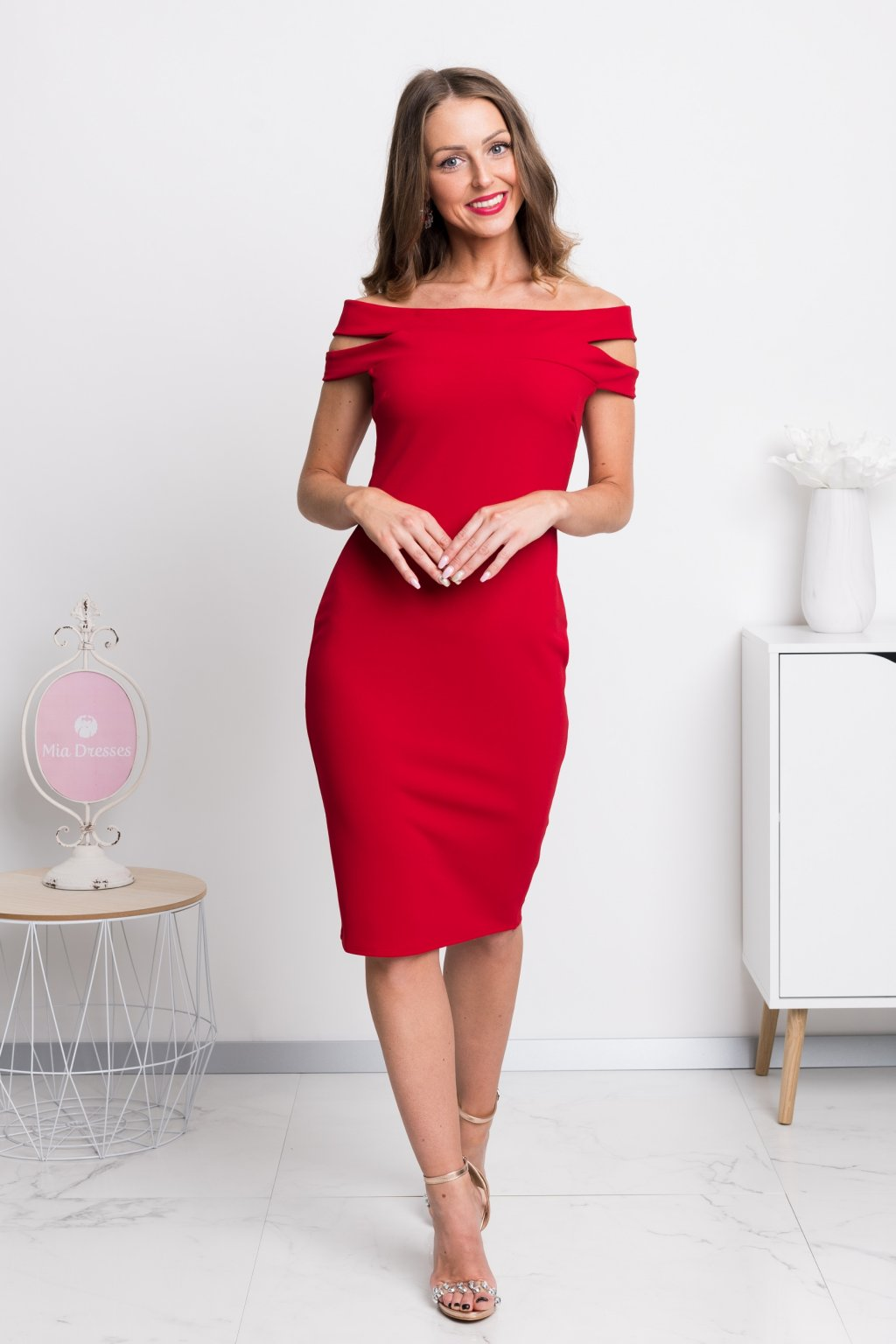 Red off-the-shoulders midi dress