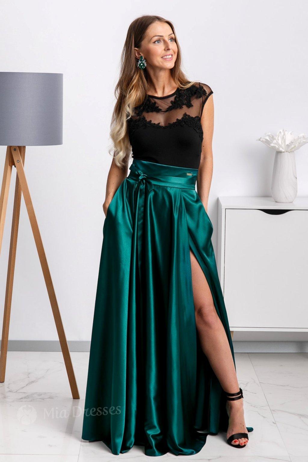 Smaragdová saténová sukňa s rozparkom