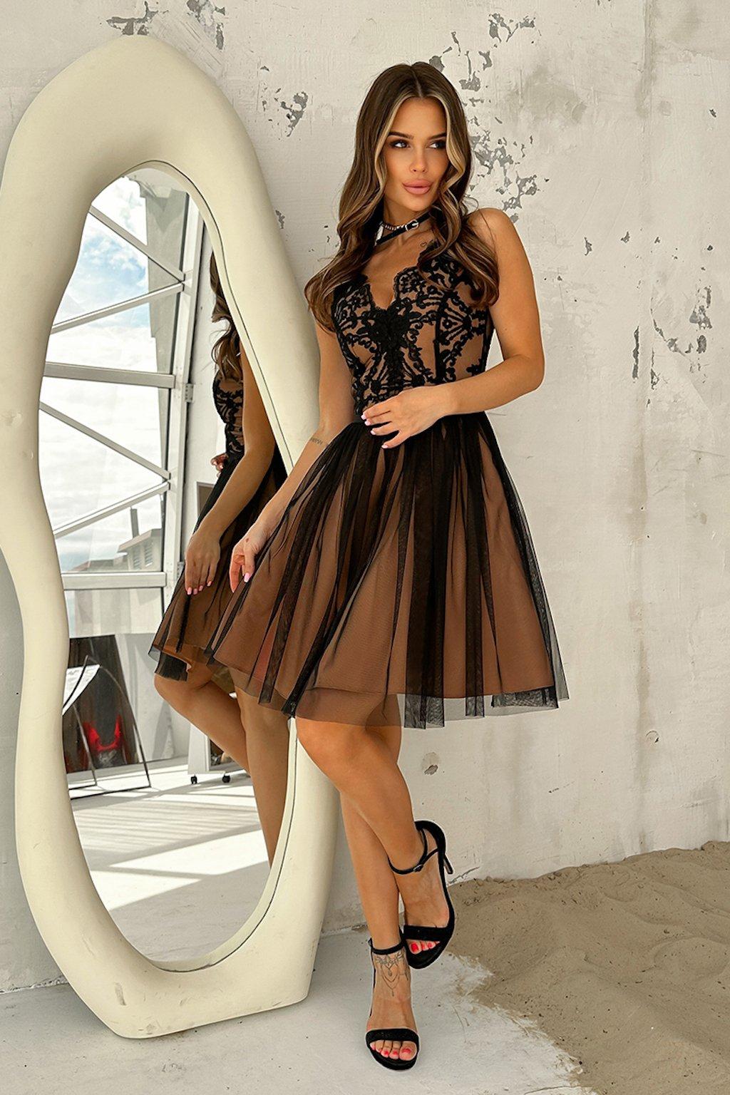 Čierno-telové krátke spoločenské šaty s krajkou