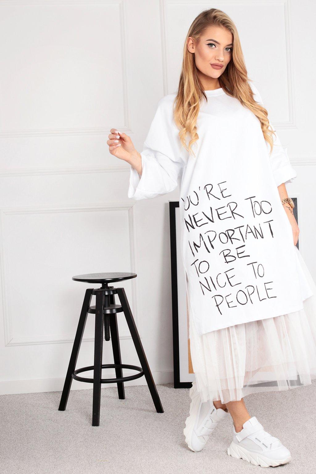 Biele voľné šaty s tylom
